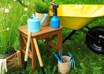 Best Gardening Seats and Stools for Elderly and Seniors