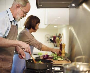 lightweight cookware for elderly