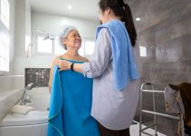 How to Bathe an Elderly Person
